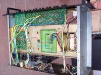 Amplificatore mixer P4120-E smontato dal telaio del rack